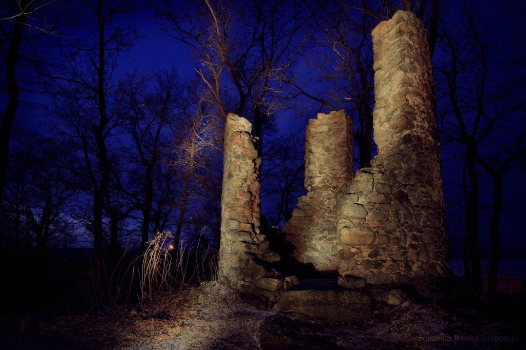 Ruiny szubienicy na Straconce w Miłkowie