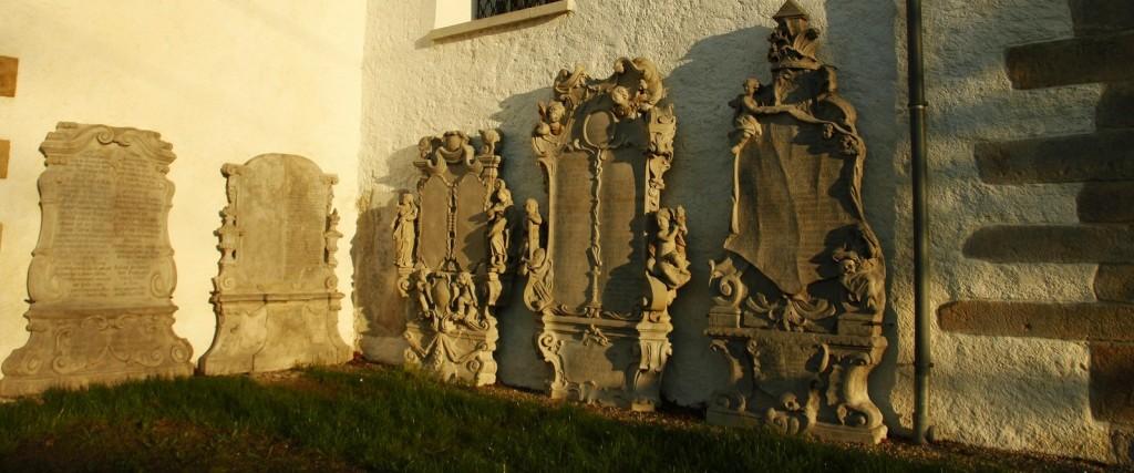 Odrestaurowane epitafia laborantów - kościół parafialny Świętej Jadwigi Śląskiej w Miłkowie